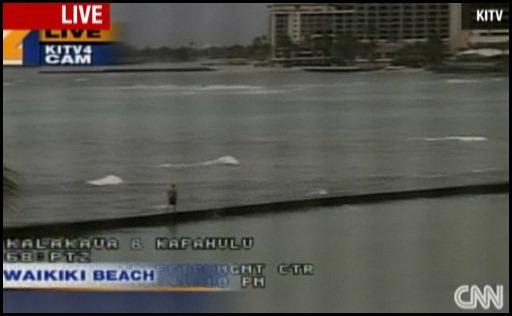 Човек  на плажа в Хаваи
