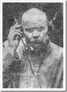 Максим Горки слуша радио